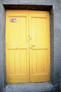 Ate horia (Yellow door)
