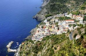 Labar arteko herria (A town between cliffs)