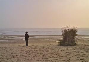 Neska eta hondartza (The girl and the beach)