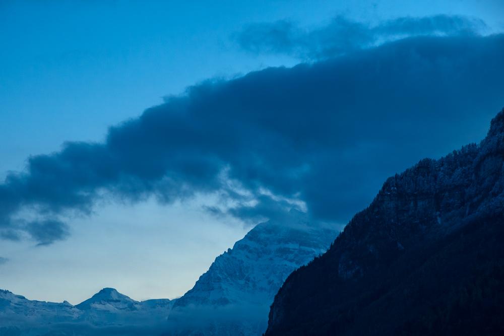 Mendiak urdinez (Mountains in blue)