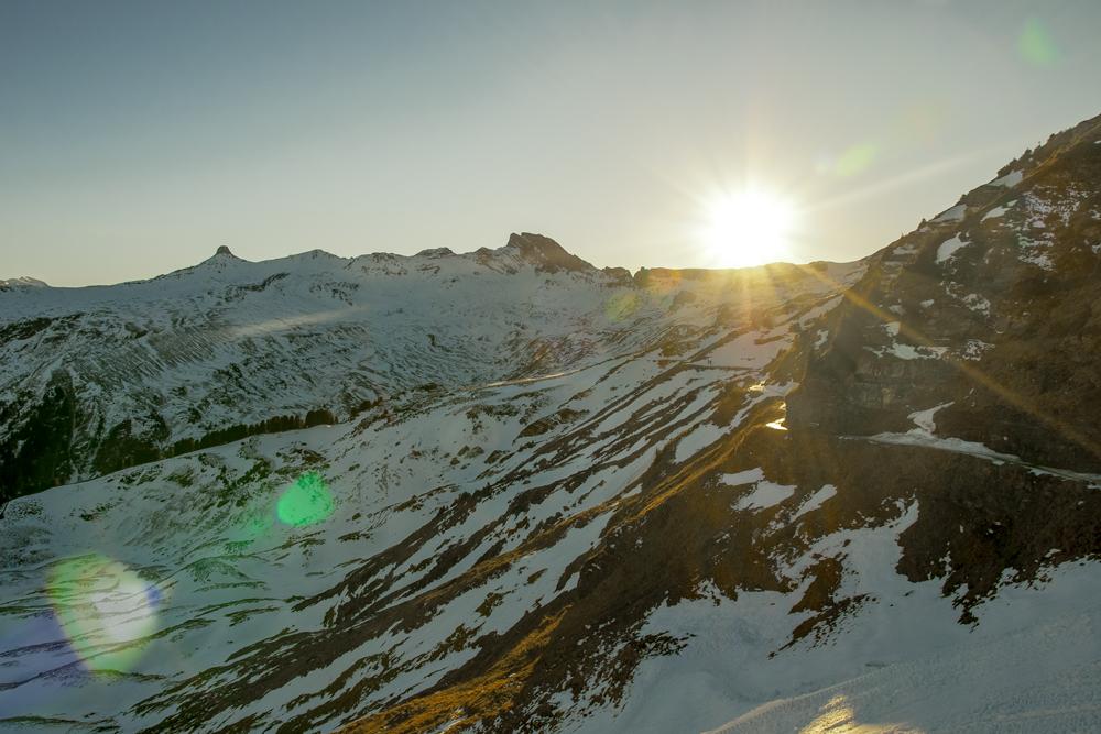 Eguzki sartze bat mendi goietan (Sunset in the high mountains)