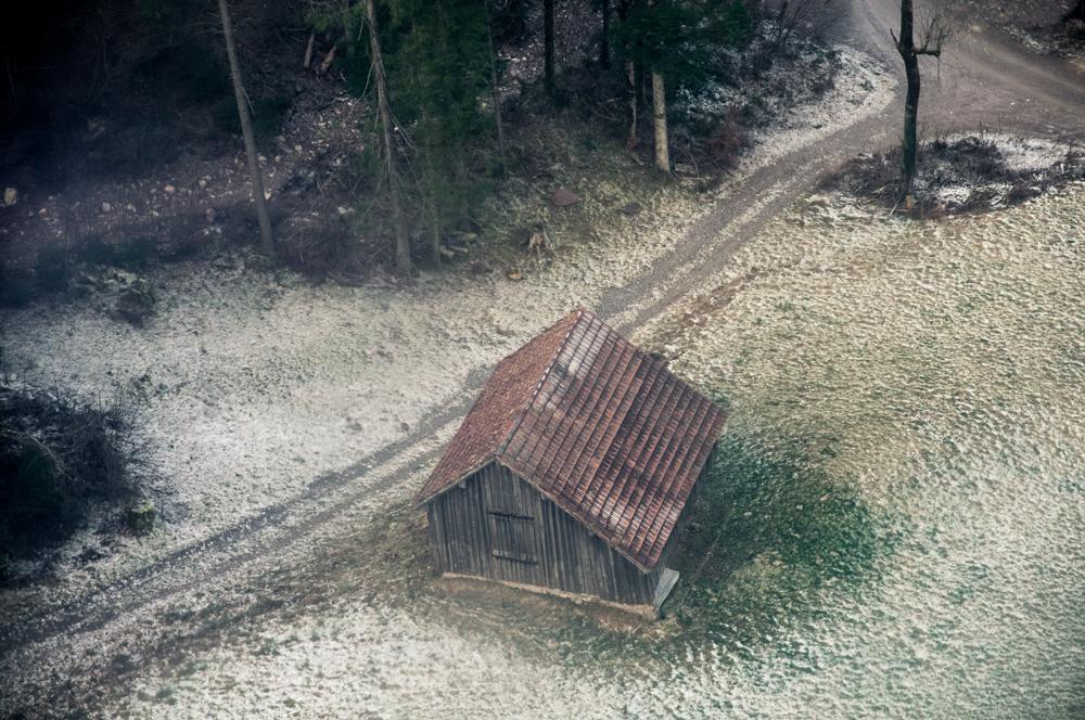 Etxola bakarti bat (A lonely hut)